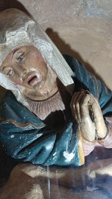 groupe sculpté : Vierge de Pitié, vue partielle