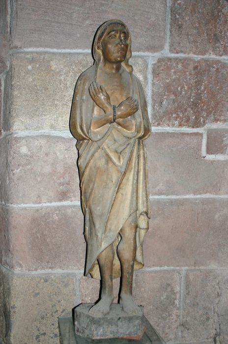 statue : Homme juif aux mains liées ?