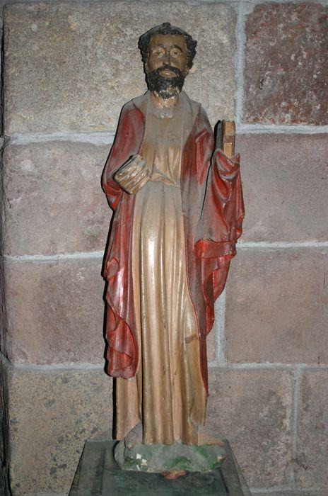 Statue : Personnage tenant un livre
