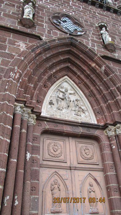 Eglise Saint-Pierre: Portail est, vue partielle