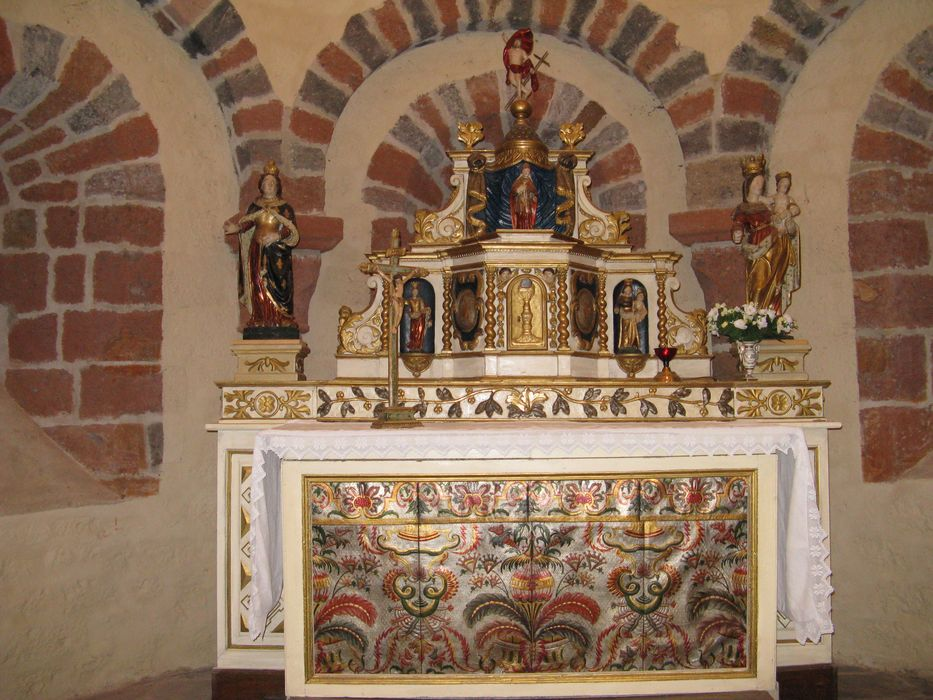 Ensemble (autel, tabernacle).