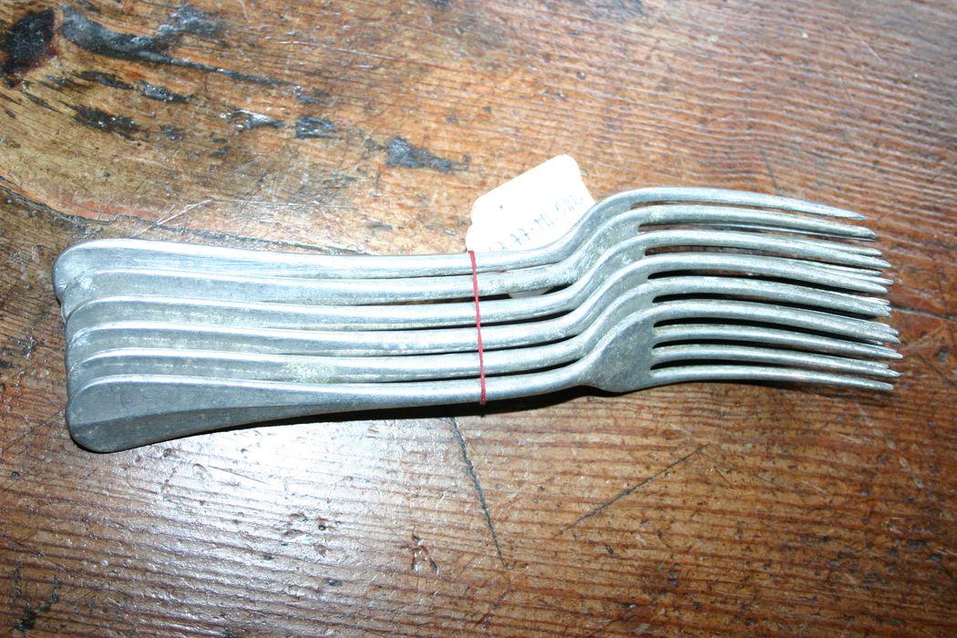 six fourchettes