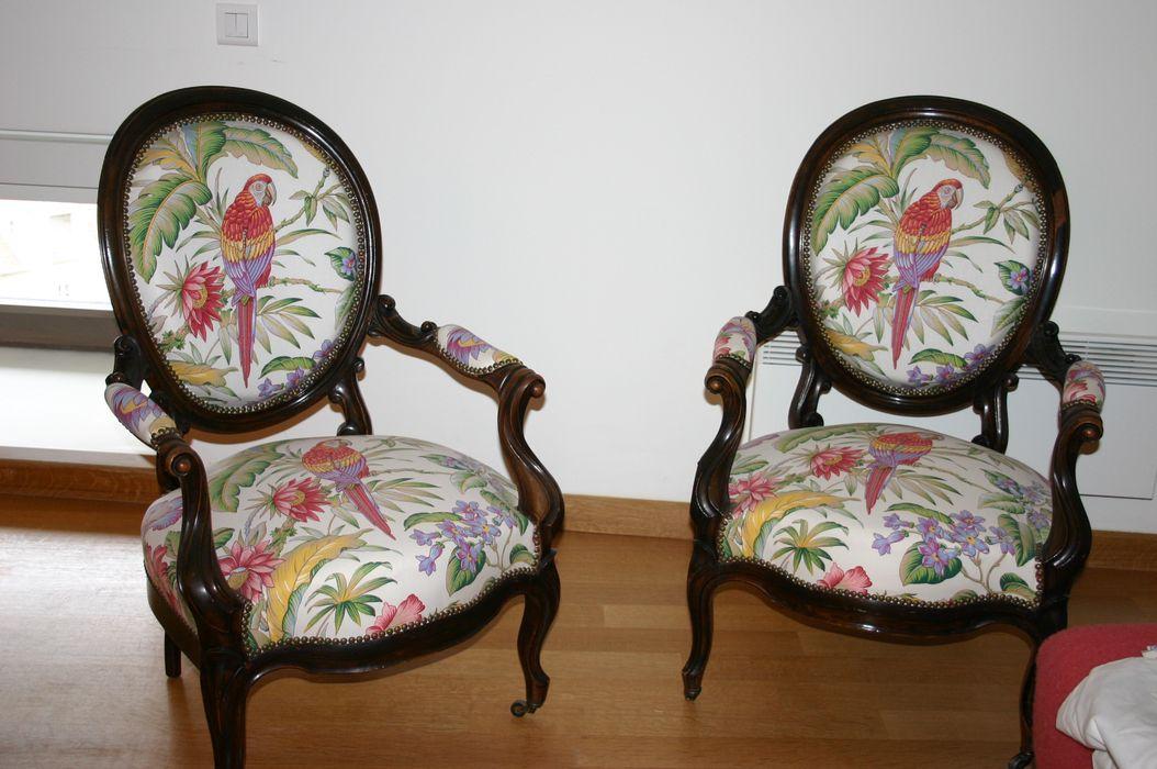 Deux fauteuils