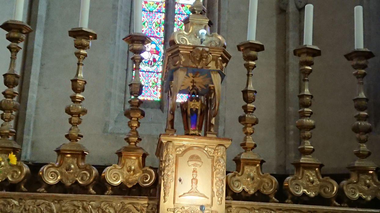 chandeliers d'autel (garniture d'autel)