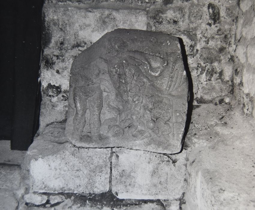 bas-relief : Génie (fragment)