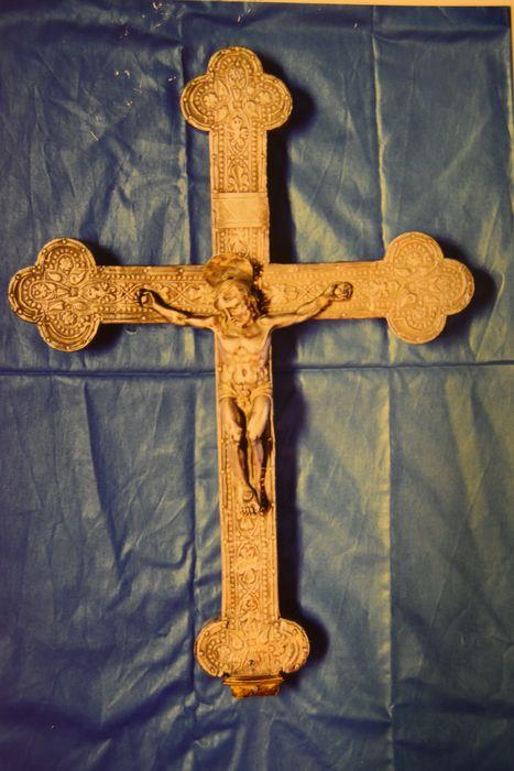 croix de procession : Christ en croix