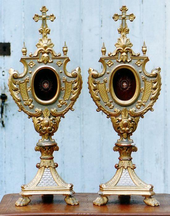 Quatre paires de reliquaires