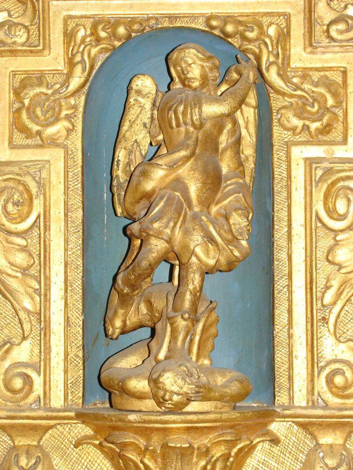 5 statues : saint Michel, évêque, ange portant les instruments de la Passion (3)