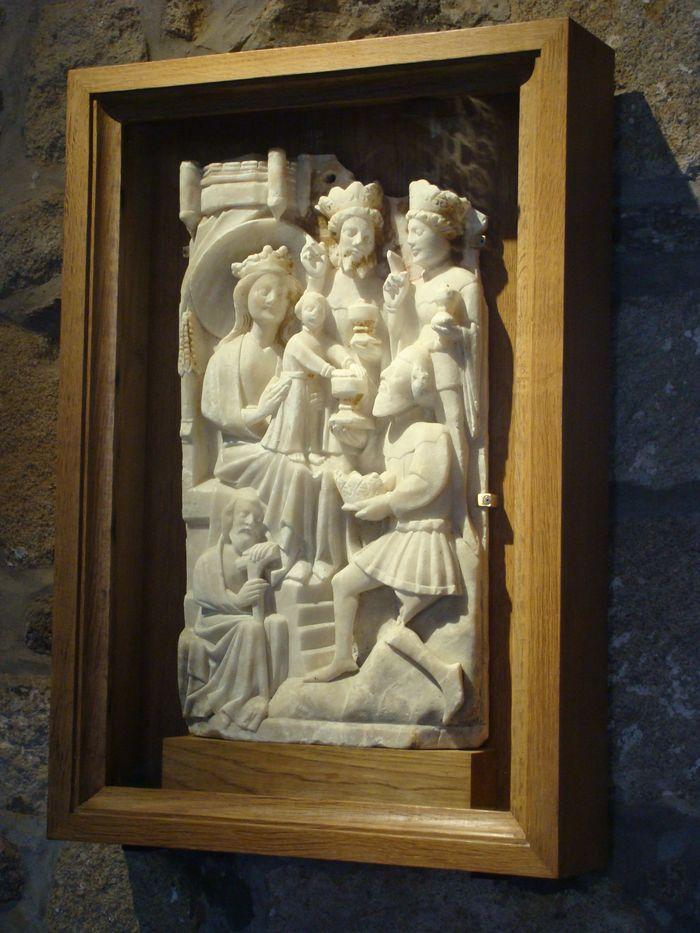 2 bas-reliefs : le Couronnement de la Vierge, l'Adoration des Mages