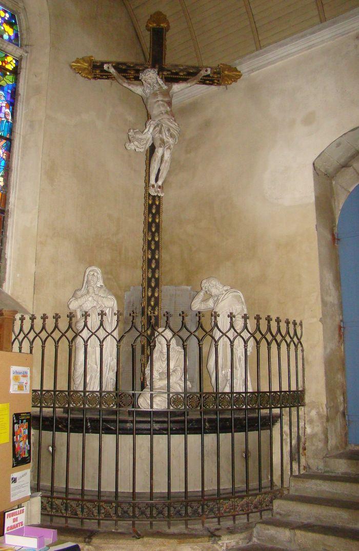 Groupe sculpté, calvaire dit aux Sacrés-Coeurs avec sa clôture : Vierge, Saint Jean, Marie-Madeleine
