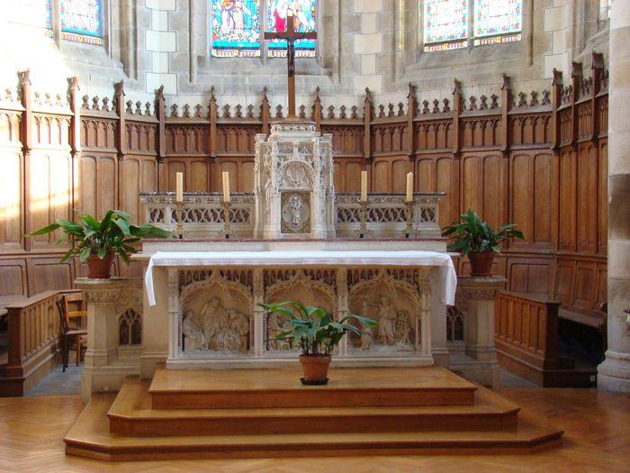Autel (maître-autel), sa clôture et ses deux statues : Saint Joseph, Sacré-Coeur