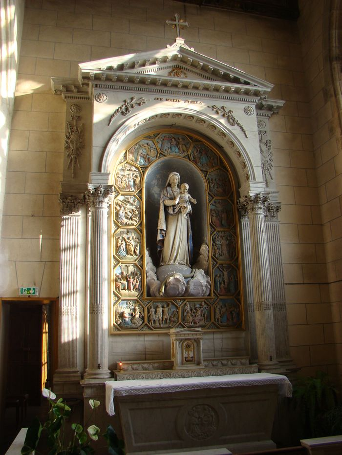 Autel et retable de la Vierge avec sa clôture et sa statue : Vierge à l'Enfant