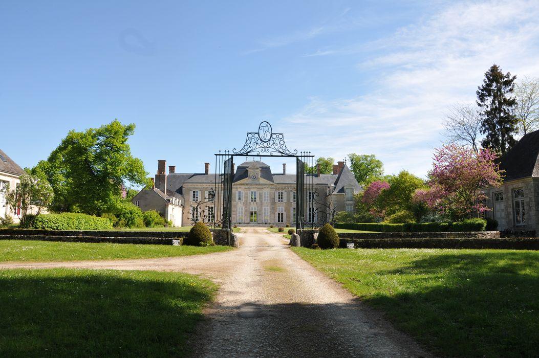 Château de la Touanne: ensemble sud-ouest, vue générale