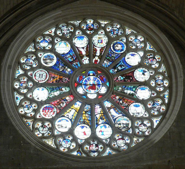verrière : Christ montrant ses blessures, anges portant les instruments de la Passion, les 15 signes précurseurs de la fin du monde, les 12 mois de l'année