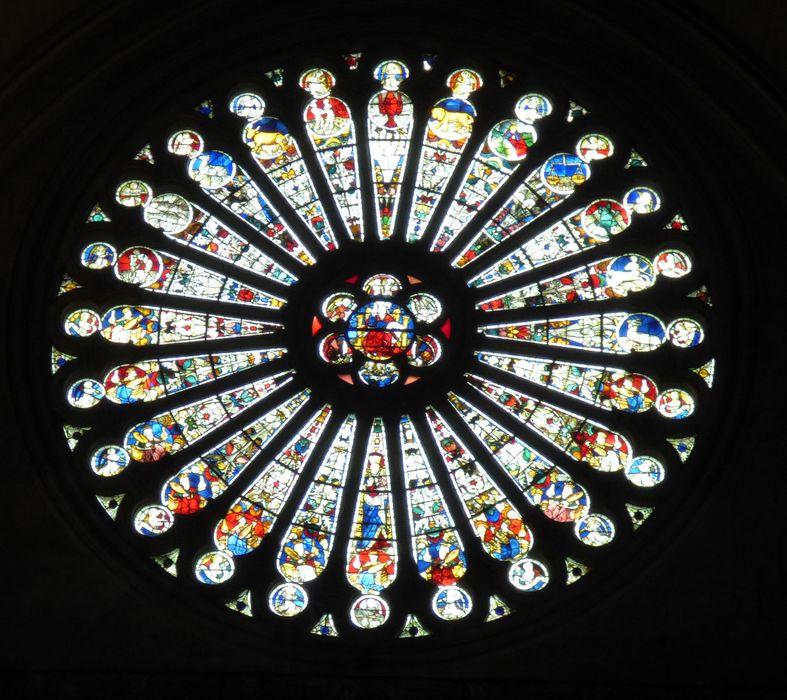 Verrière F 114 : Christ en majesté, anges musiciens, les vieillards de l'Apocalypse, les douze signes du zodiaque