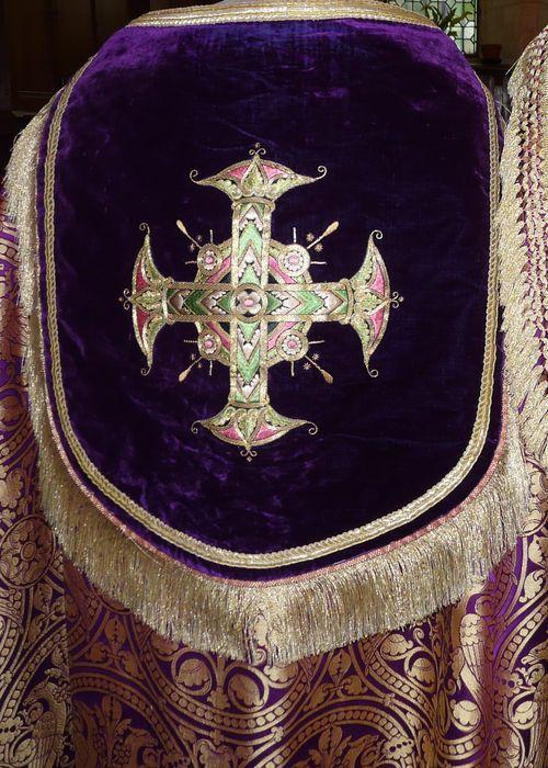 chape (ornement violet), détail