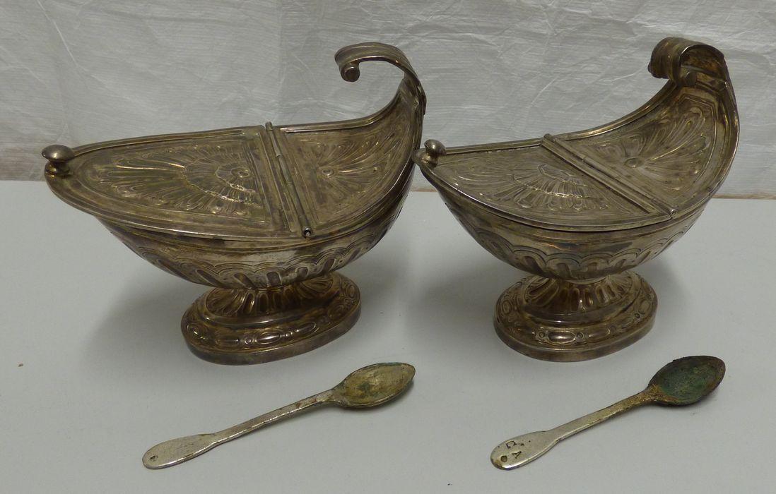 deux encensoirs