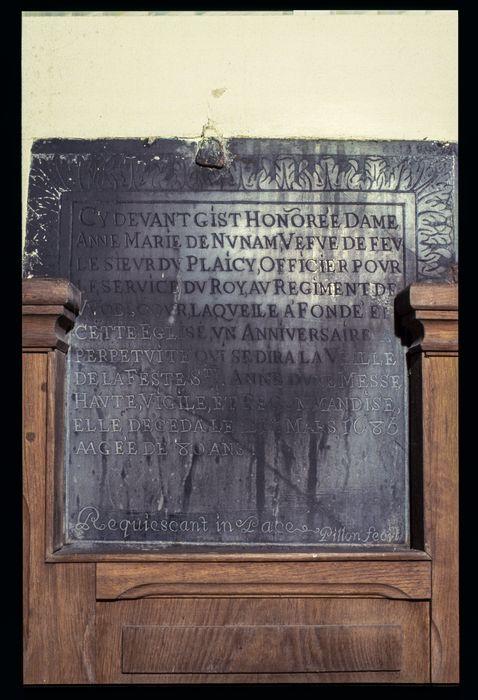 plaque funéraire (inscription funéraire) en mémoire de Anne-Marie de Nunam et fondation de messe