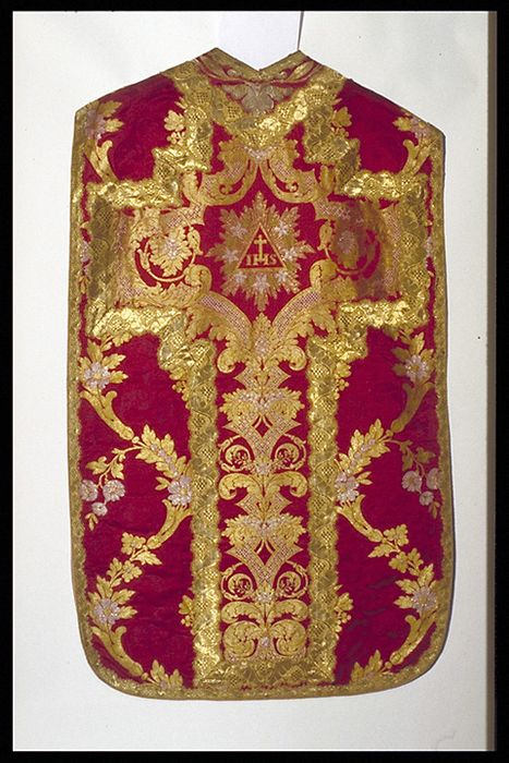 chasuble (ornement rouge)