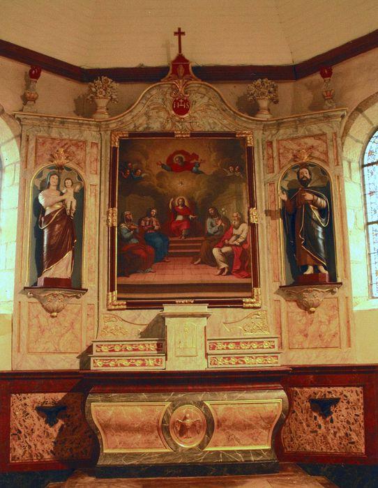 autel (maître-autel), retable, deux statues : Saint Joseph et Vierge à l'Enfant et tableau : Sainte Famille