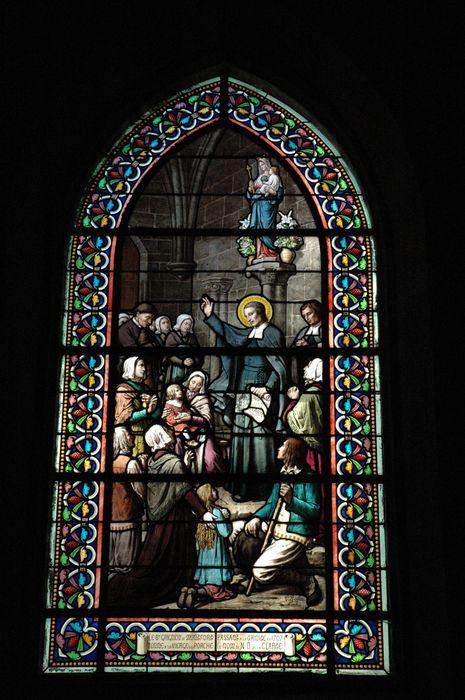 Verrière : Le Bienheureux Grignon de Montfort passant à la Trinité en 1707, donne à la Vierge du porche, le nom de Notre-Dame de la Clarté