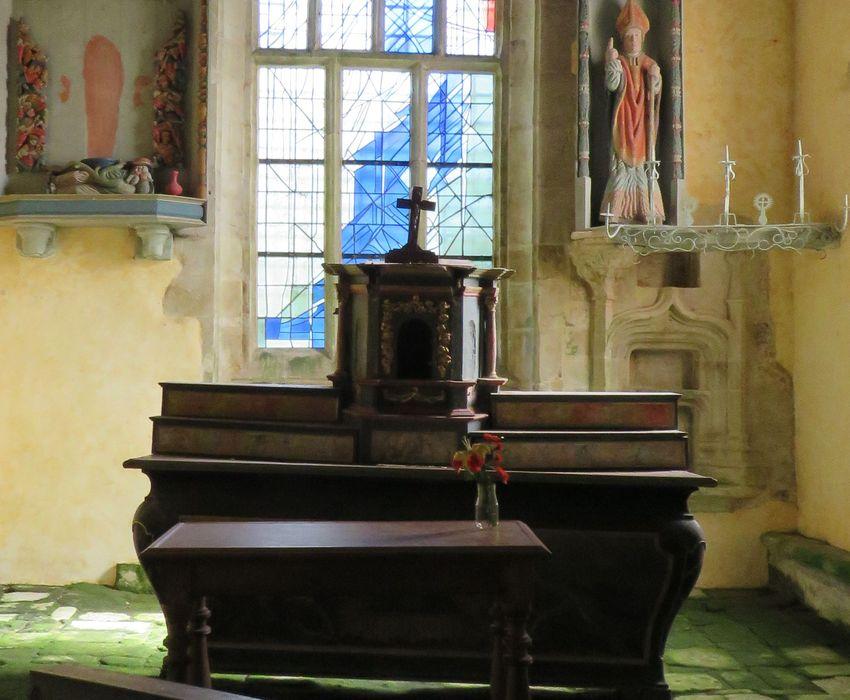 autel (maître-autel), tabernacle et deux gradins d'autel