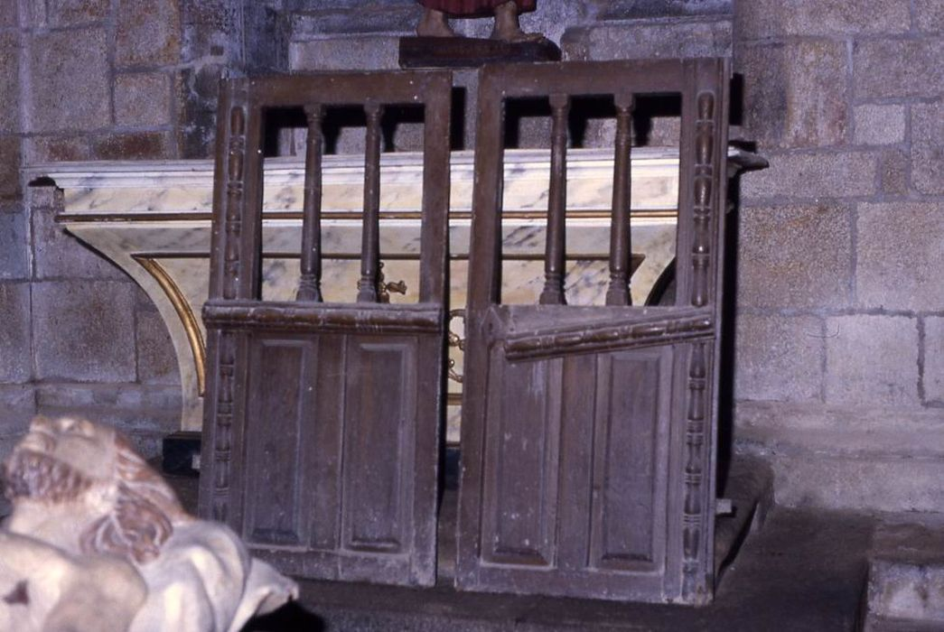 Élément de clôture de choeur (chancel)