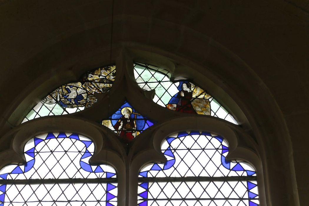 Verrière (fragments) : Saint évêque, donatrice, ange et motif décoratif