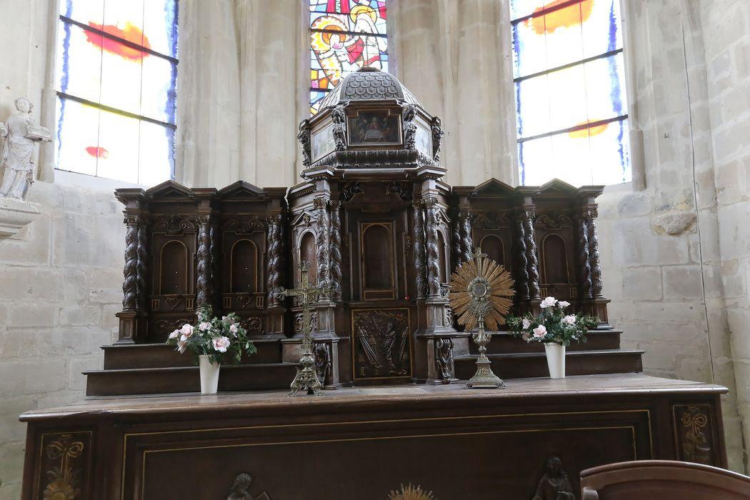 Maître-autel, tabernacle et 6 statuettes