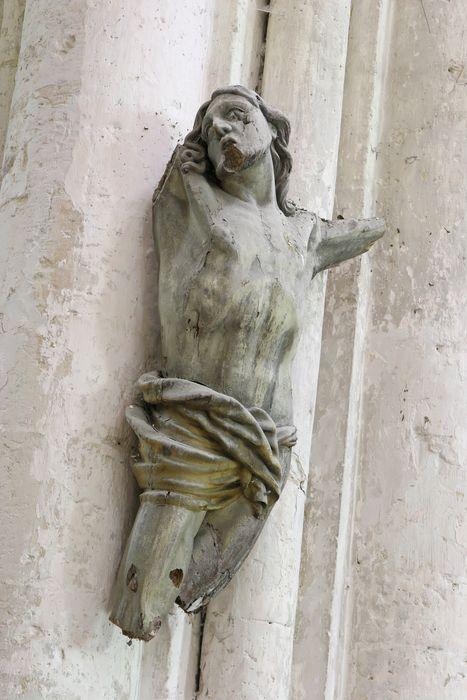 statue : Christ en croix (fragment)