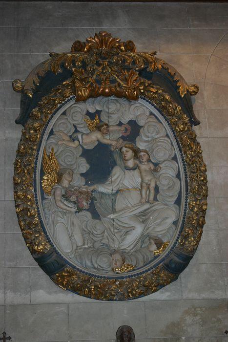 Bas-relief : Vierge du Rosaire