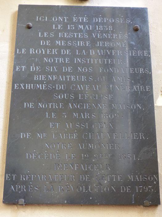 Plaque funéraire de M. Leroyer de la Dauversière