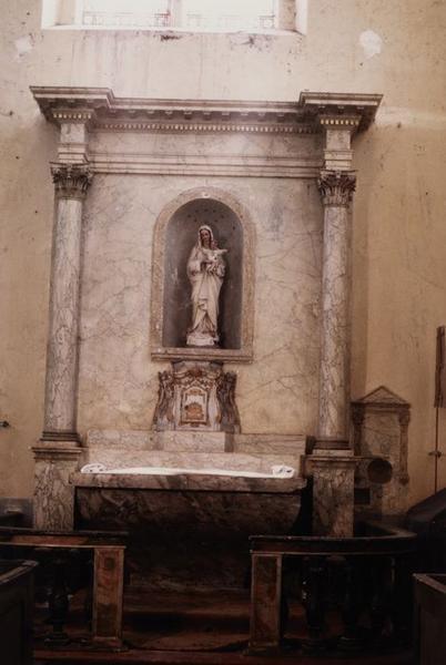 autel latéral, retable, tabernacle, clôture de choeur (table de communion)