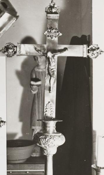 croix de procession remontée en croix d'autel