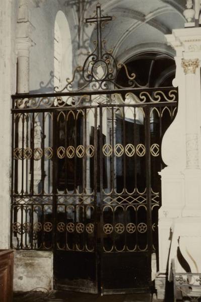 Grille de clôture du choeur et les 2 portes des bas-côtés