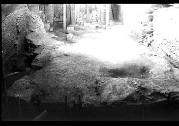 Fouilles du choeur, vue vers l'est de la crypte dite de 'Saint-Remi'