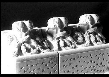 Corniche couronnant les chapelles rayonnantes du choeur, déposée