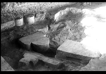 Fouilles du déambulatoire, élément d'architecture de la cathédrale romane