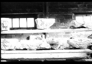 Fragments de chapiteaux