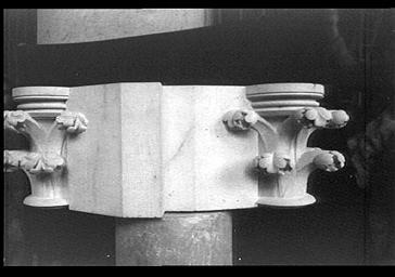 Eléments d'architecture déposés, chapiteaux