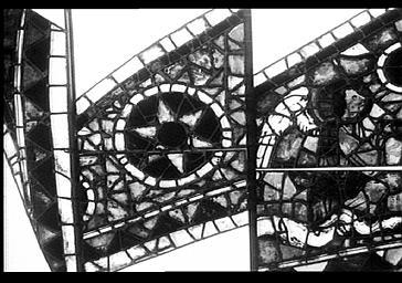 Vitrail, bras nord du transept, baie 215, rose, triangle curviligne 26B