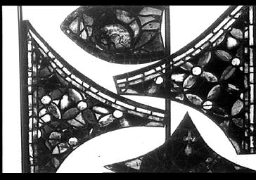 Vitrail, bras nord du transept, baie 215, rose, pétale 1A