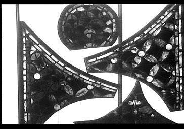 Vitrail, bras nord du transept, baie 215, rose, médaillon 1R