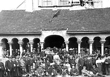Congrès de la Société française d'archéologie de 1911, portrait de groupe devant la façade ouest