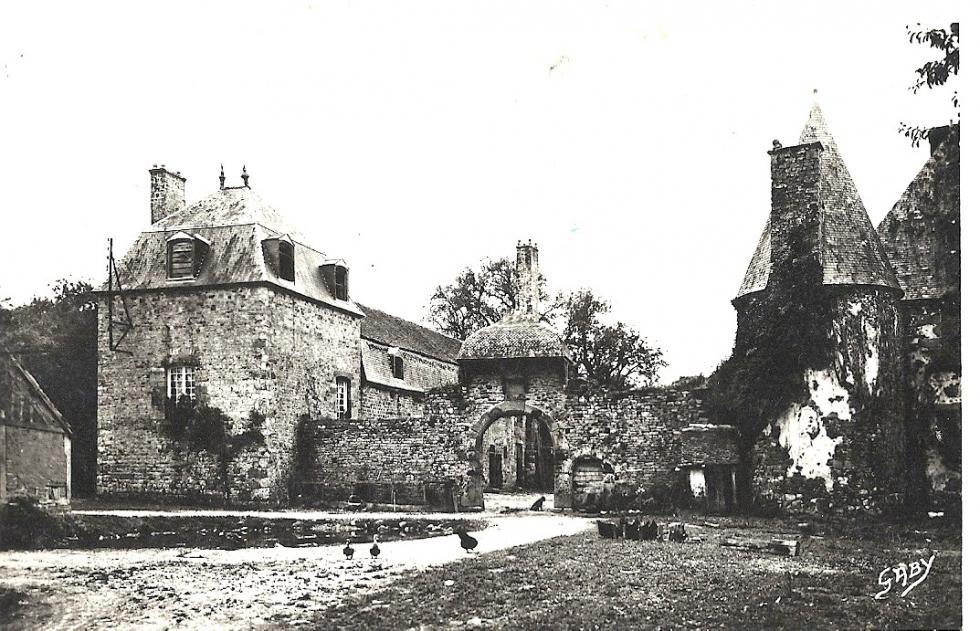 (17/24) Eté 1931, l'effondrement de la toiture de la tour Louis XIII