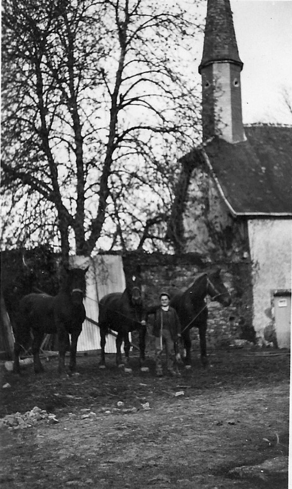 (13/24) La chapelle Sainte-Anne
