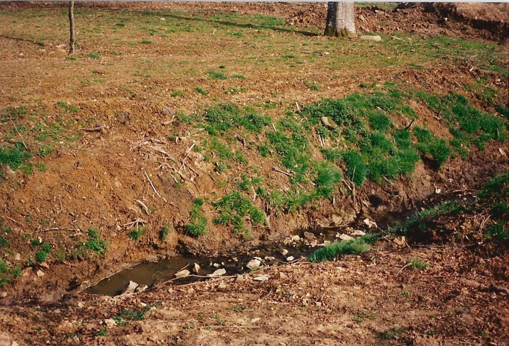 Janvier 1992, vue transversale du canal d'évacuation des douves.