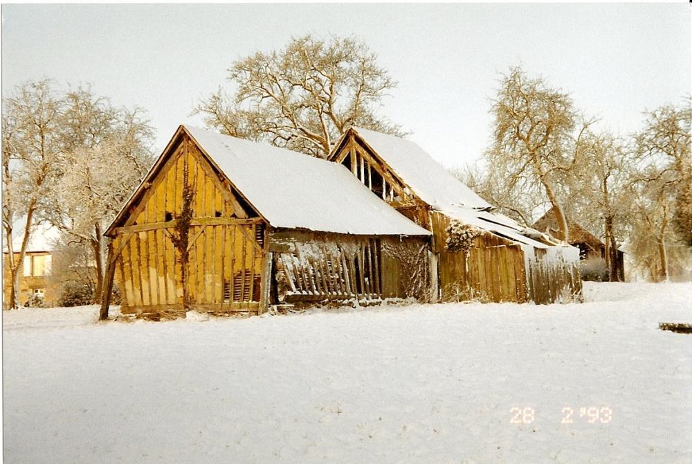 28 février 1993, la grange en trois (deux) tronçons sous la neige.