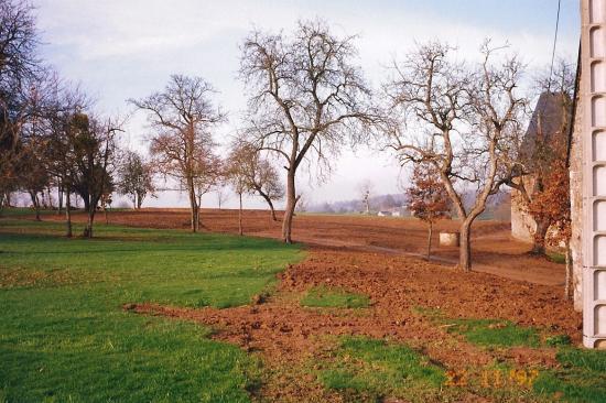 22 novembre 1997, toute trace de la grange en trois tronçons a désormais disparu.