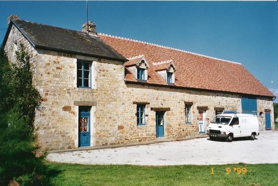15 septembre 1998, la nouvelle livrée de la ferme, toiture rouge et huisseries bleues.